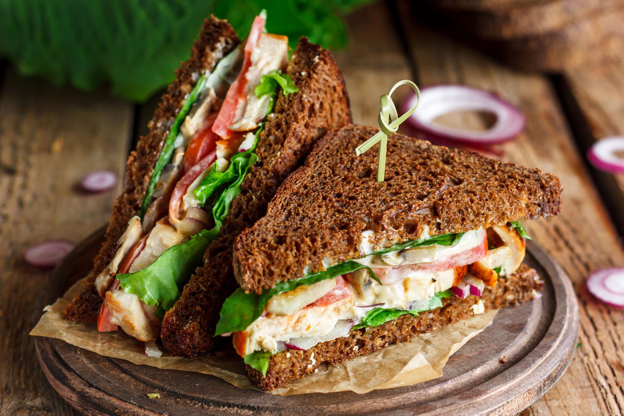 Club Sandwich Vegano con Pane di Segale