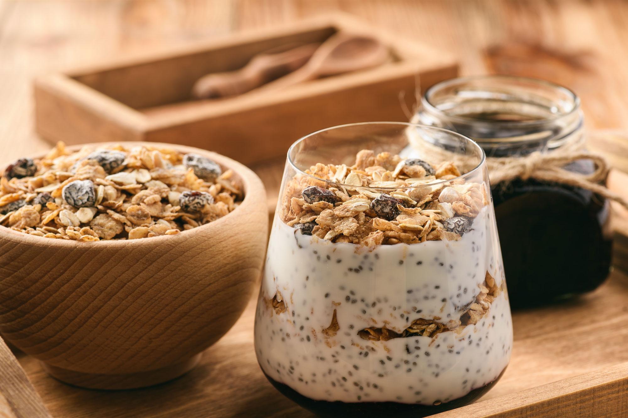 yogurt-vegano-con-musli-e-frutta-fresca